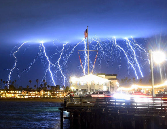 europe times european latest daily world trending news The California sky gets illuminated with Spectacular and unusual lightning 2