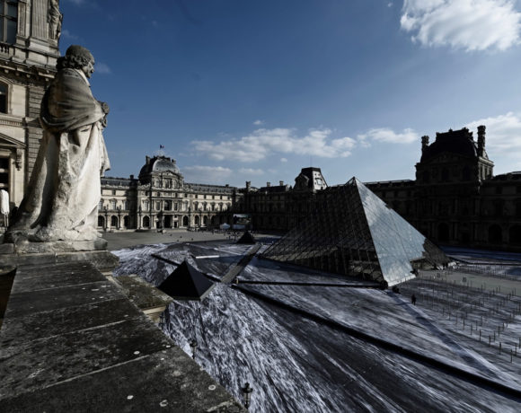 europe times european daily trending world news Visitors shred the Louvre's giant paper artwork